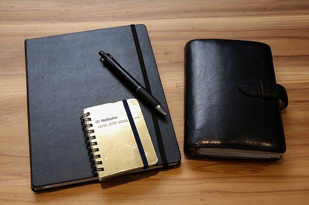 モレスキンのノート、ロルバーンのメモ帳、フランクリン・プランナーの手帳のイメージ